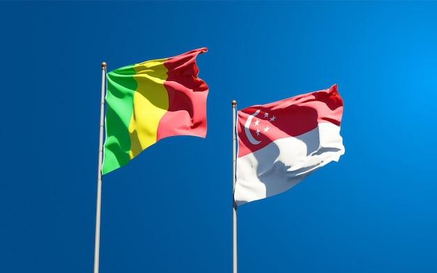 Beaux drapeaux nationaux du mali et de singapour ensemble
