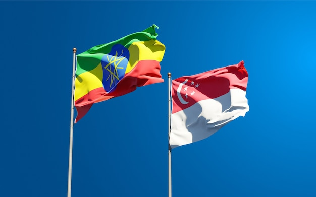 Beaux drapeaux nationaux d'éthiopie et de singapour ensemble