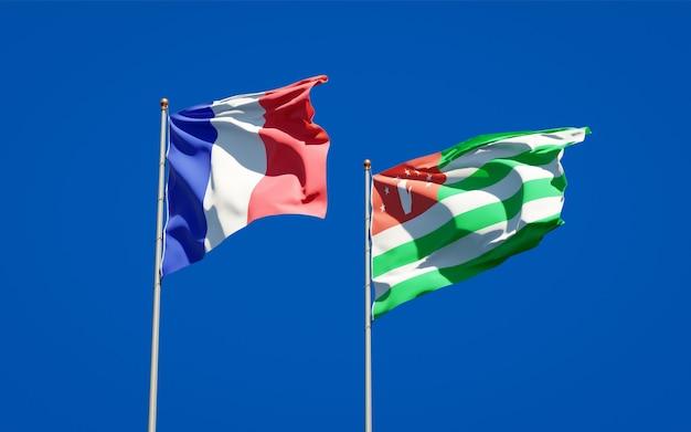 Beaux drapeaux nationaux de la france et de l'abkhazie ensemble