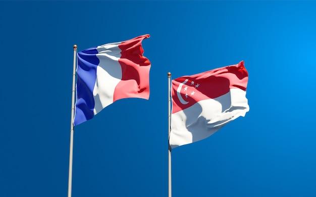 Beaux drapeaux nationaux de la france et de singapour ensemble