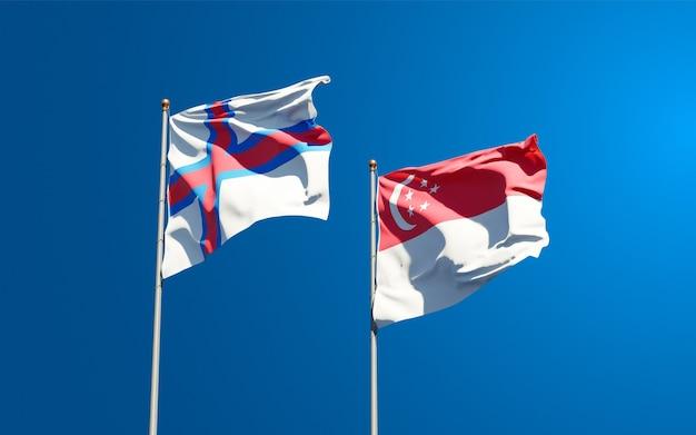 Beaux drapeaux nationaux des îles féroé et de singapour ensemble