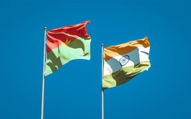 Beaux drapeaux nationaux de l'inde et du burkina faso ensemble