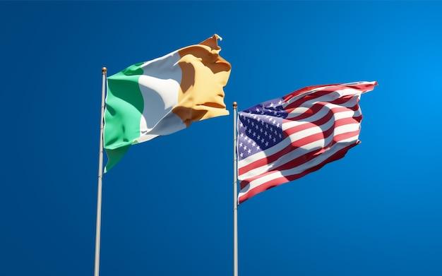 Beaux drapeaux nationaux de l'irlande et des états-unis ensemble