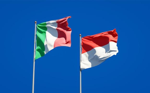 Beaux drapeaux nationaux de l'italie et de l'indonésie ensemble sur ciel bleu