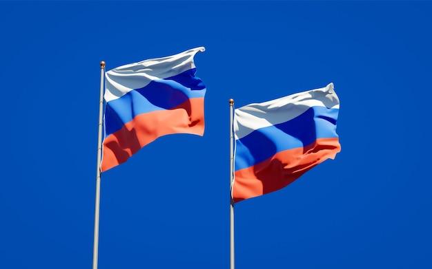 Beaux drapeaux nationaux de la russie et de la russie ensemble sur le ciel bleu. illustration 3d