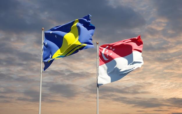 Beaux drapeaux nationaux des tokelau et de singapour ensemble
