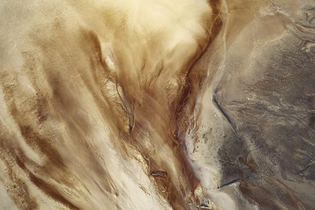 De beaux motifs en sable et argile, une ancienne sablière. vue d'une grande hauteur