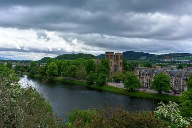 De beaux paysages du château d'inverness affichage de la cathédrale d'inverness inverness ecosse