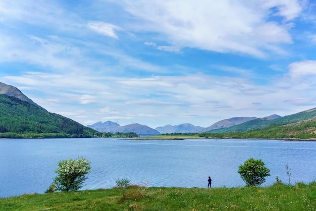 Beaux paysages de loch leven affichage ballachulish bridge à distance , glen coe , ecosse
