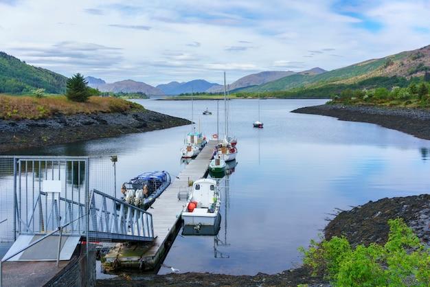 Beaux paysages de loch leven affichage ballachulish bridge à distance , glencoe , ecosse