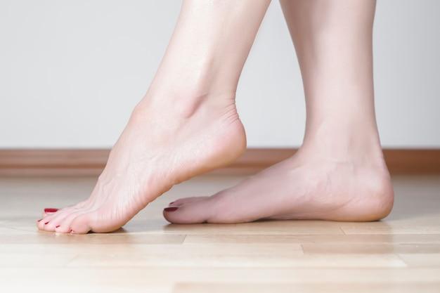 Beaux pieds féminins
