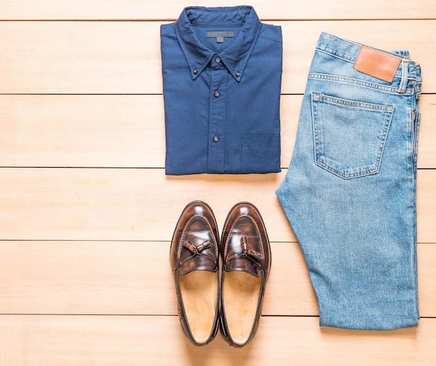 De beaux vêtements décontractés pour hommes