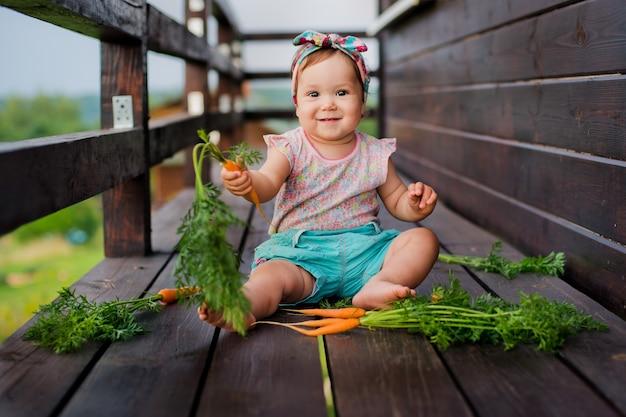 Bébé et carottes