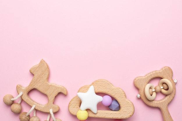 Bébé hochets et jouets en bois rose
