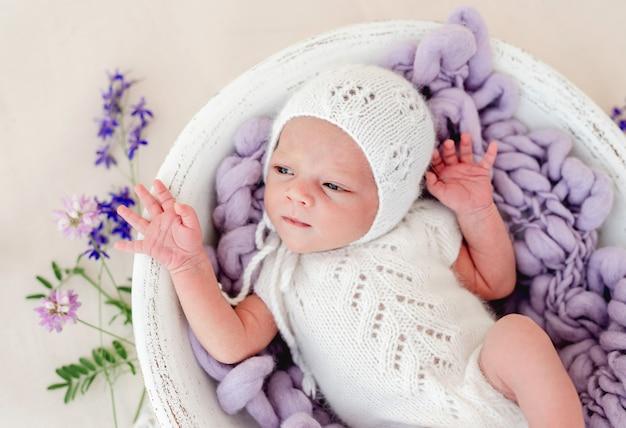 Bébé nouveau-né endormi