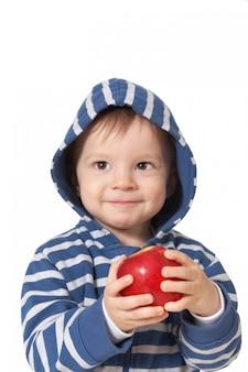 Bébé avec pomme rouge