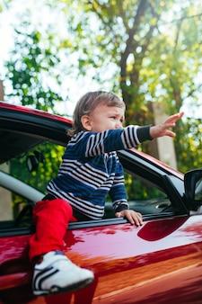Bébé qui pleure en voiture.