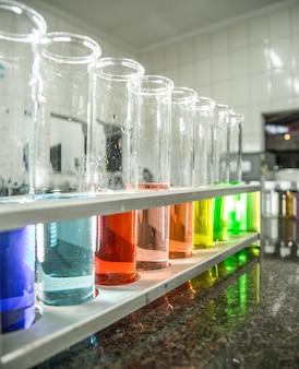 Bécher chimique couleur liquide