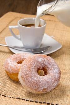 Beignets avec café