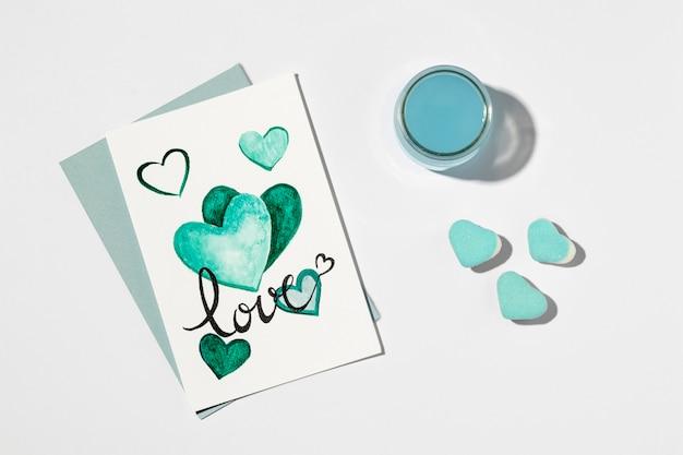 Bel arrangement d'amour sur blanc