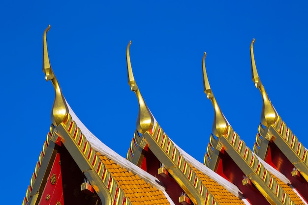 Bel art du toit du temple en thaïlande.