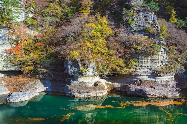 Bel automne à tonohetsuri, aizuwakamatsu, japon