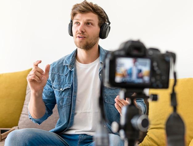 Bel enregistrement masculin pour blog personnel