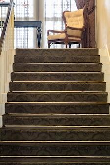 Bel escalier situé à bandung, en indonésie