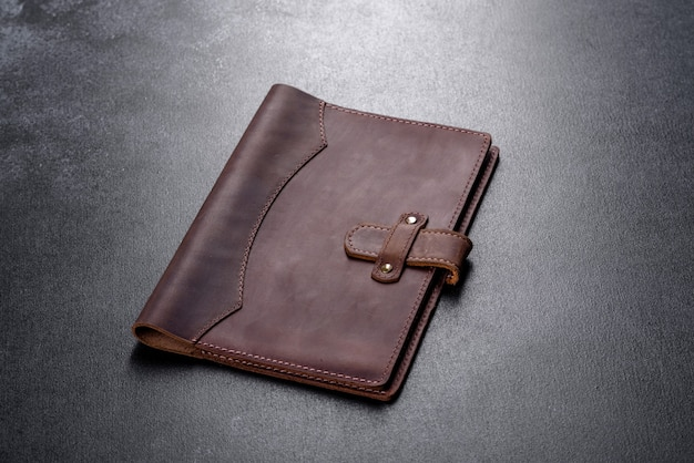 Bel étui en cuir marron en cuir conçu pour un ordinateur portable