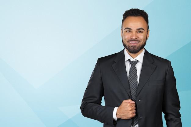 Bel homme d'affaires exécutif afro-américain gai