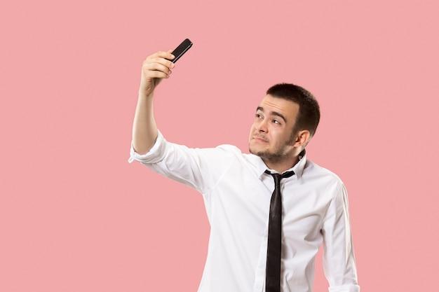Bel homme d'affaires avec téléphone portable