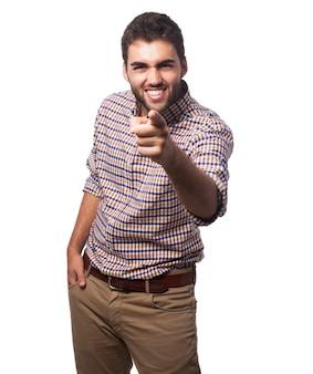 Bel homme arabe pointant vers la caméra