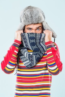 Bel homme a froid