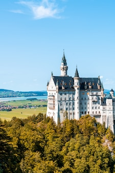 Belle architecture au château de neuschwanstein dans les alpes bavaroises de l'allemagne.