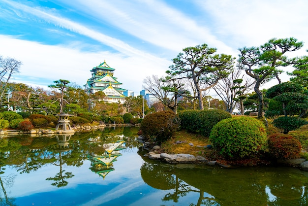 Belle architecture au château d'osaka à osaka, japon.