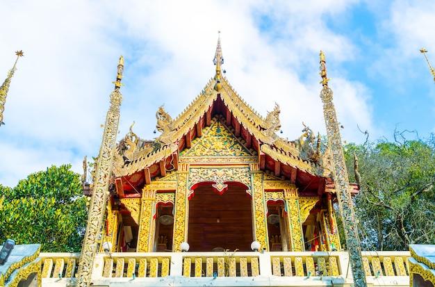 Belle architecture au wat phra that doi suthep à chiang mai