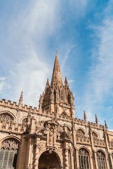 Belle architecture à l'église universitaire de st mary the virgin à oxford, royaume-uni