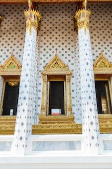Belle architecture à wat arun en thaïlande