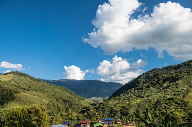 Une belle beauté naturelle sur la montagne dans nan, province de boklua nan, thaïlande
