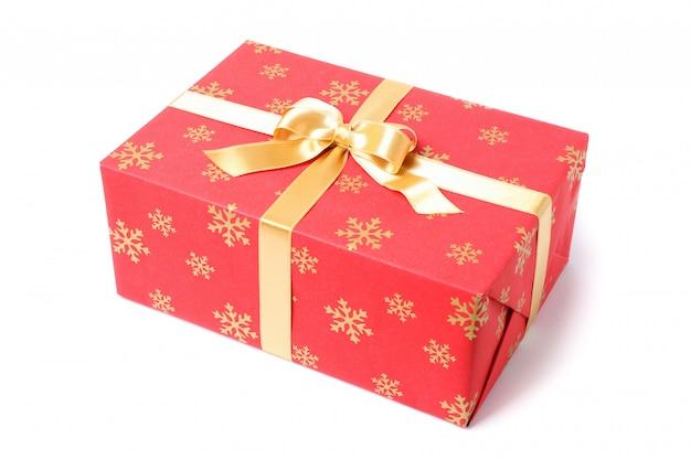 Belle boîte cadeau avec noeud isolé sur fond blanc
