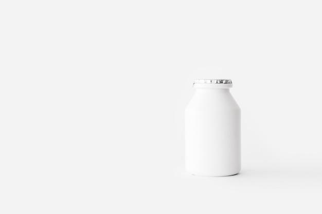 Belle bouteille scellée de produits laitiers