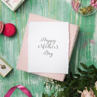 Belle carte de fête des mères heureuse