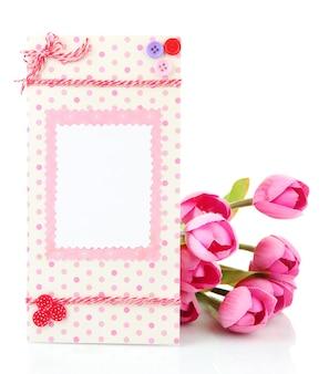 Belle carte postale faite à la main et fleurs, isolé sur blanc