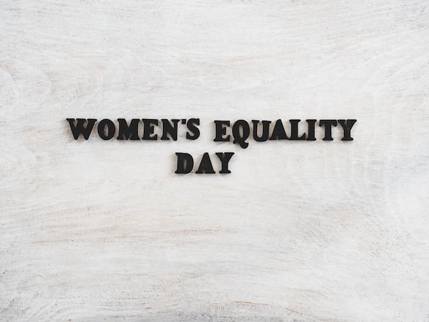 Belle carte pour la journée de l'égalité des femmes. fermer