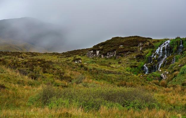 Belle cascade du voile de la mariée , île de skye, ecosse