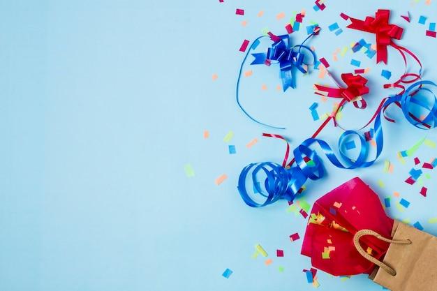 Belle composition d'anniversaire avec espace de copie