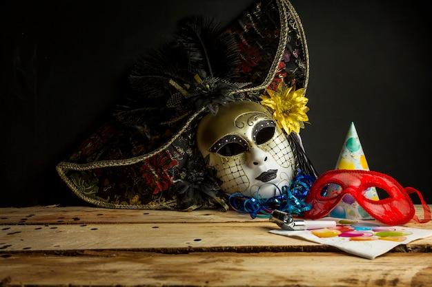 Belle composition de carnaval avec un style coloré