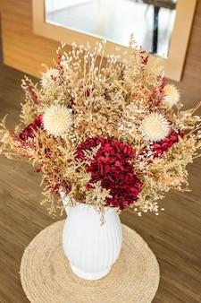 Belle composition florale déshydratée