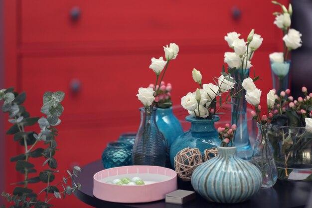 Belle composition florale sur fond flou