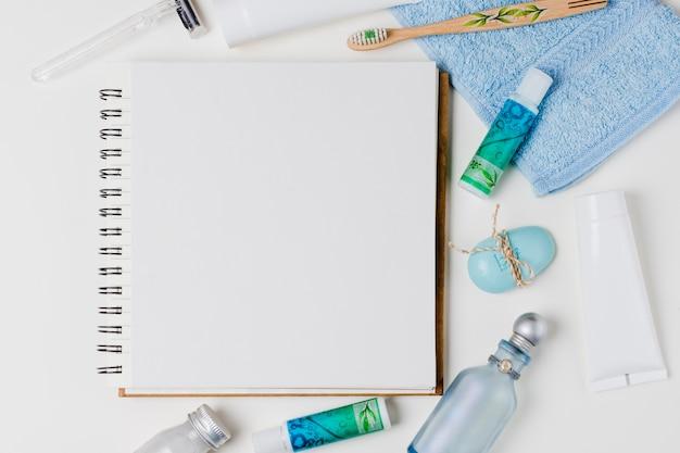 Belle composition pour concept spa ou bain avec bloc-notes